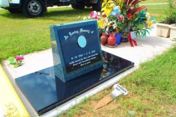 Stand-up-Grandee-headstone-black-base-500x
