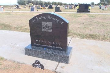 black-granite-curve-top-headstone-grandee-granite-base-granite-etching-1600px
