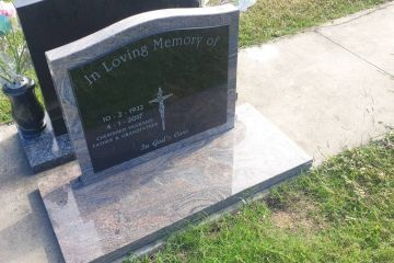 juperana-granite-serp-top-headstone-full-size-base-1600px
