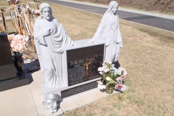 moon-white-granite-carved-jesus-mary-with-a-black-granite-inserts-bronse-crusafix-1600px