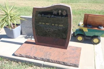 multi-colour-red-granite-wave-top-headstone-with-rock-edge-full-size-base-1600px